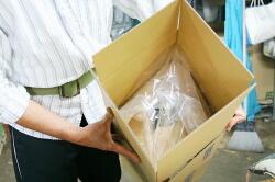 箱を開くと、一体化している袋も同時に開きます。 あとは、この中に水を注ぐだけです。